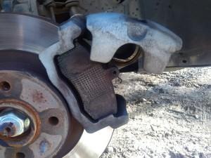 Как поменять тормозные колодки в автомобиле